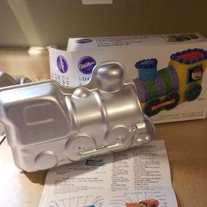 Wilton 3-D train cake pan